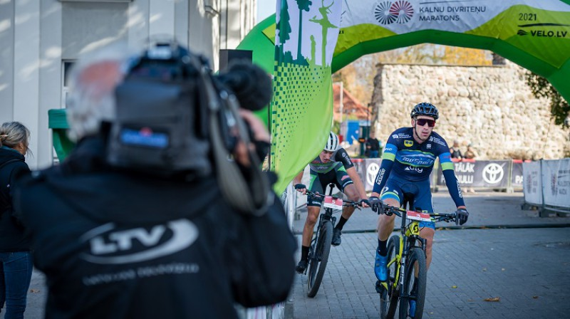 Uldis Ālitis finišē pirmais. Foto:Agnis Melderis/LRF.
