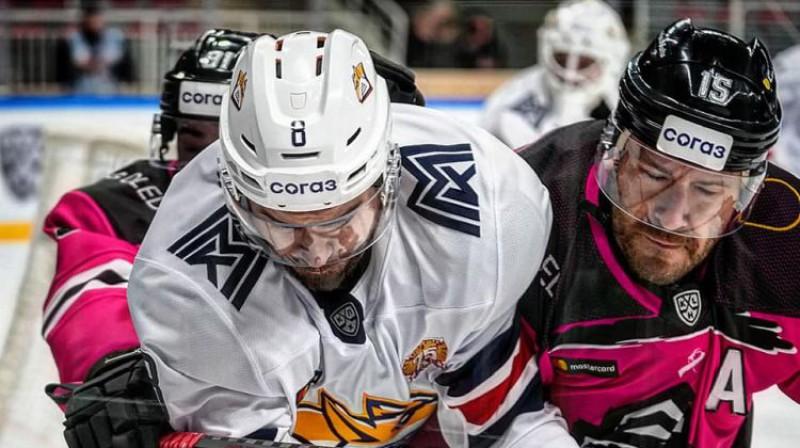 """Mārtiņš Karsums spēlē pret """"Metallurg"""". Foto: Raimonds Volonts/Dinamo Rīga"""