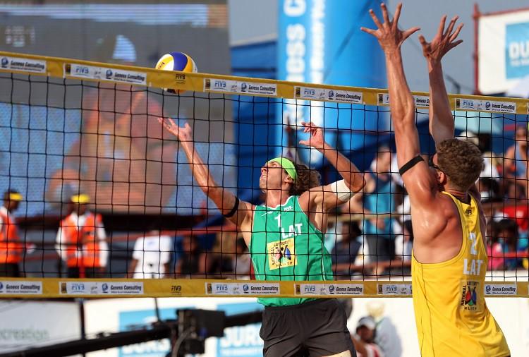 Latviešu finālā Durbanā triumfē Samoilovs/Šmēdiņš