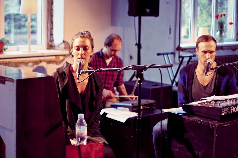 """2014. gada izskaņā Ģertrūdes ielas teātris aicina uz koncertversiju izrādei """"Āda"""""""