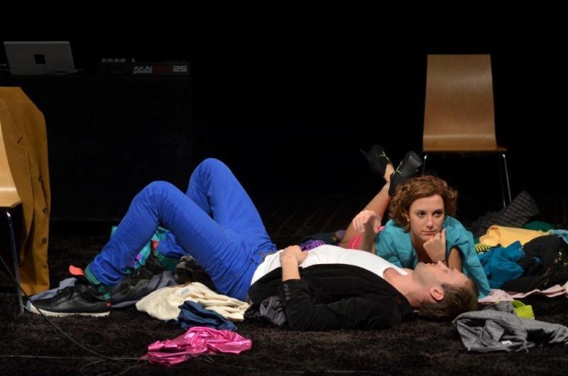 """Ģertrūdes ielas teātris ar izrādi """"Āda"""" viesosies Vidzemes koncertzālē """"Cēsis"""""""