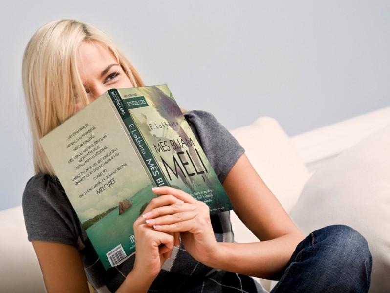 """Ko dāvāt absolventam? Te ir - šīs sezonas sensācija - E. Lokhārtas romāns """"MĒS BIJĀM MEĻI"""""""