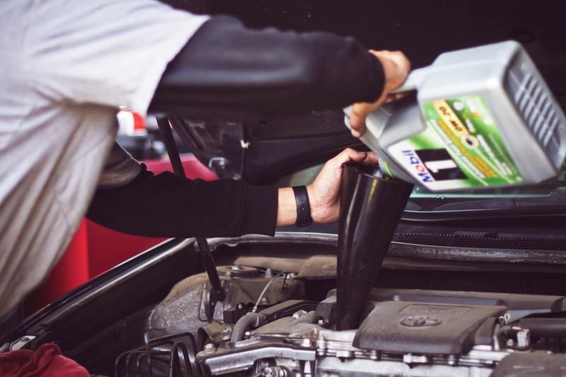 Autovadītājus visbiežāk pieviļ spēkrata dzinējs