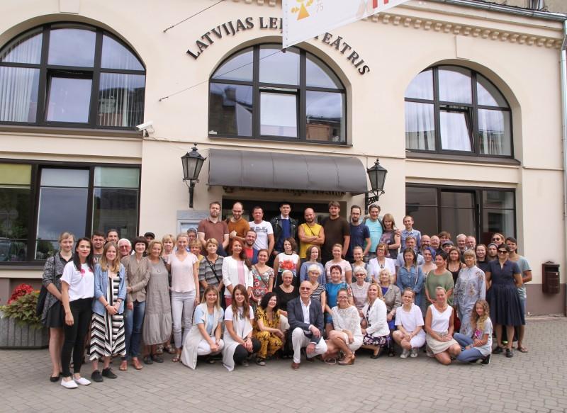 Latvijas Leļļu teātris 75. sezonu iesāk karaliski!