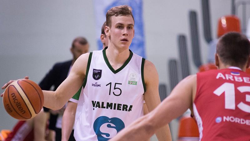 Vēveris izvēlas vēl sezonu spēlēt dzimtajā Valmierā