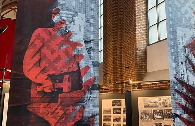 """Rīgas Sv. Pētera baznīcā skatāma izstāde """"Ir Latvija. Ir Latvija brīva"""""""