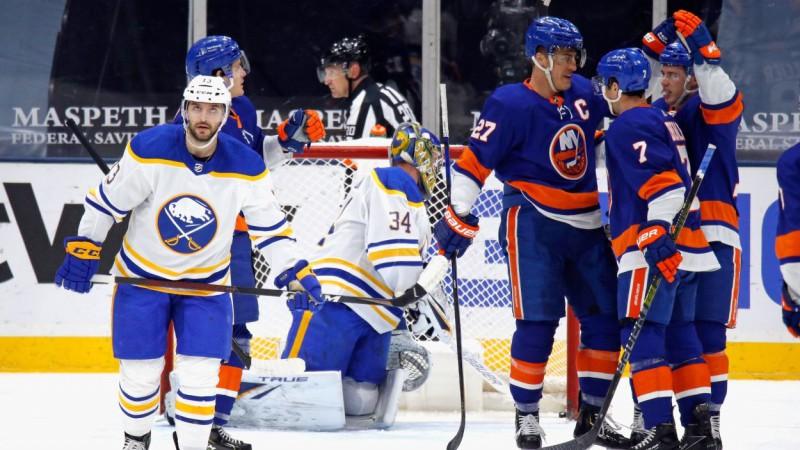 """""""Sabres"""" trešo reizi trīs dienās Ņujorkā zaudē ar 2:5, čempione atspēlējas no 0:3"""
