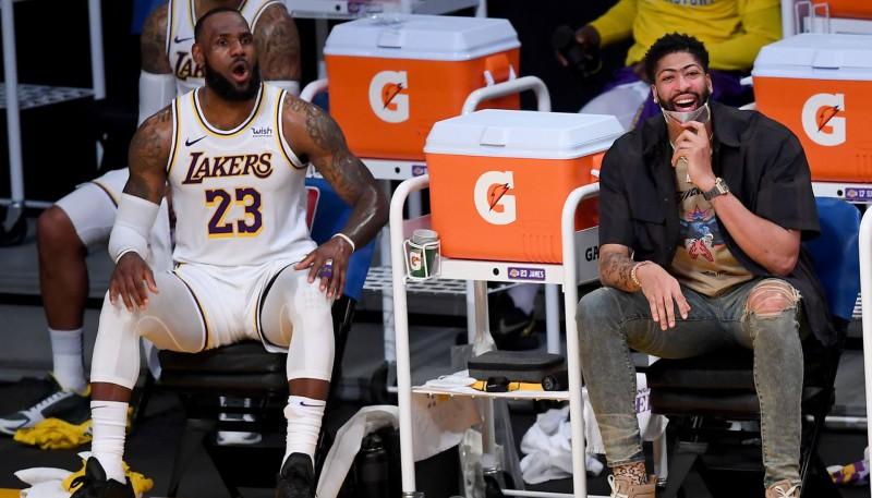 """""""Lakers"""" zvaigzne Deiviss laukumā atgriezīsies piektdien pret """"Mavericks"""""""