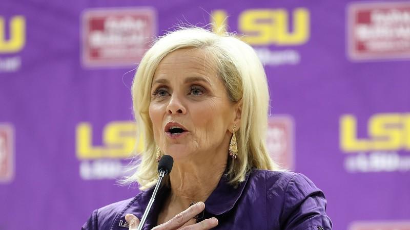 """Likme par 22 miljoniem: LSU paraksta rekordlīgumu ar Teksasas """"dzelzs lēdiju"""""""