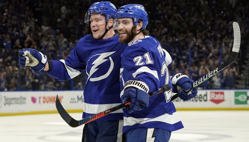 """""""Lightning"""" uzvar """"Islanders"""" un izlīdzina rezultātu sērijā"""