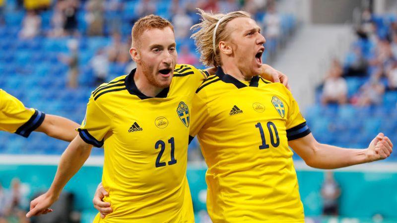 Levandovskim un Fošberjam pa dublim, Zviedrija trillerī uzvar un triumfē grupā