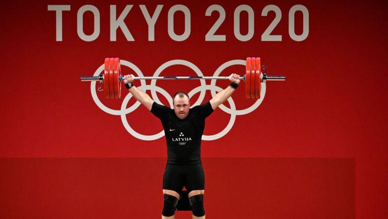 Plēsnieks grūšanā labo Latvijas rekordu un izcīna olimpisko bronzas medaļu