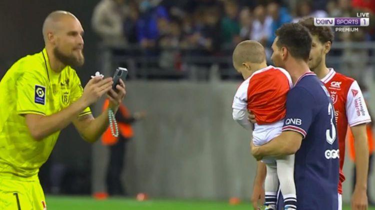 Mesi pēc debijas fotografējas ar pretinieku un Serbijas izlases vārtsarga dēlu