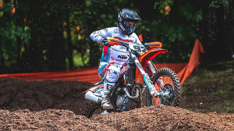Latvijas motokrosa čempionāta Cēsu posmā uzvar Macuks, blakusvāģos ātrākie Daideri