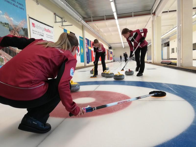 Latvijas kērlingisti startēs turnīros Tallinā un Prāgā