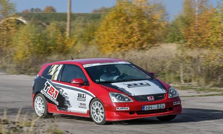 Vaiņodē finišējusi Latvijas autosprinta sezona